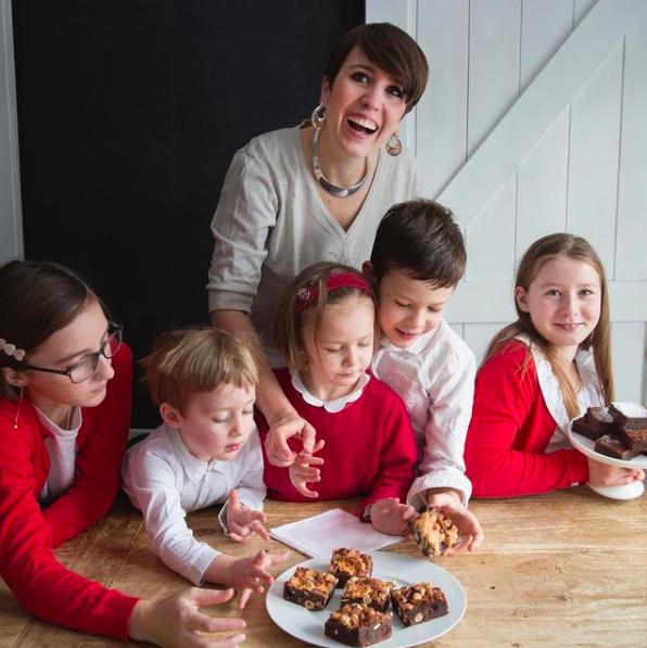 Juliette de Juliette & Chocolat and her 5 kids